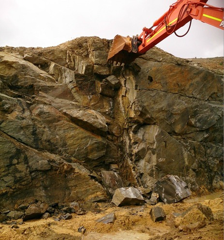 a WML digger pulling down large rocks and boulders as part of geotechnical work in the Harvey Summit tank projects in the Southwest of WA.