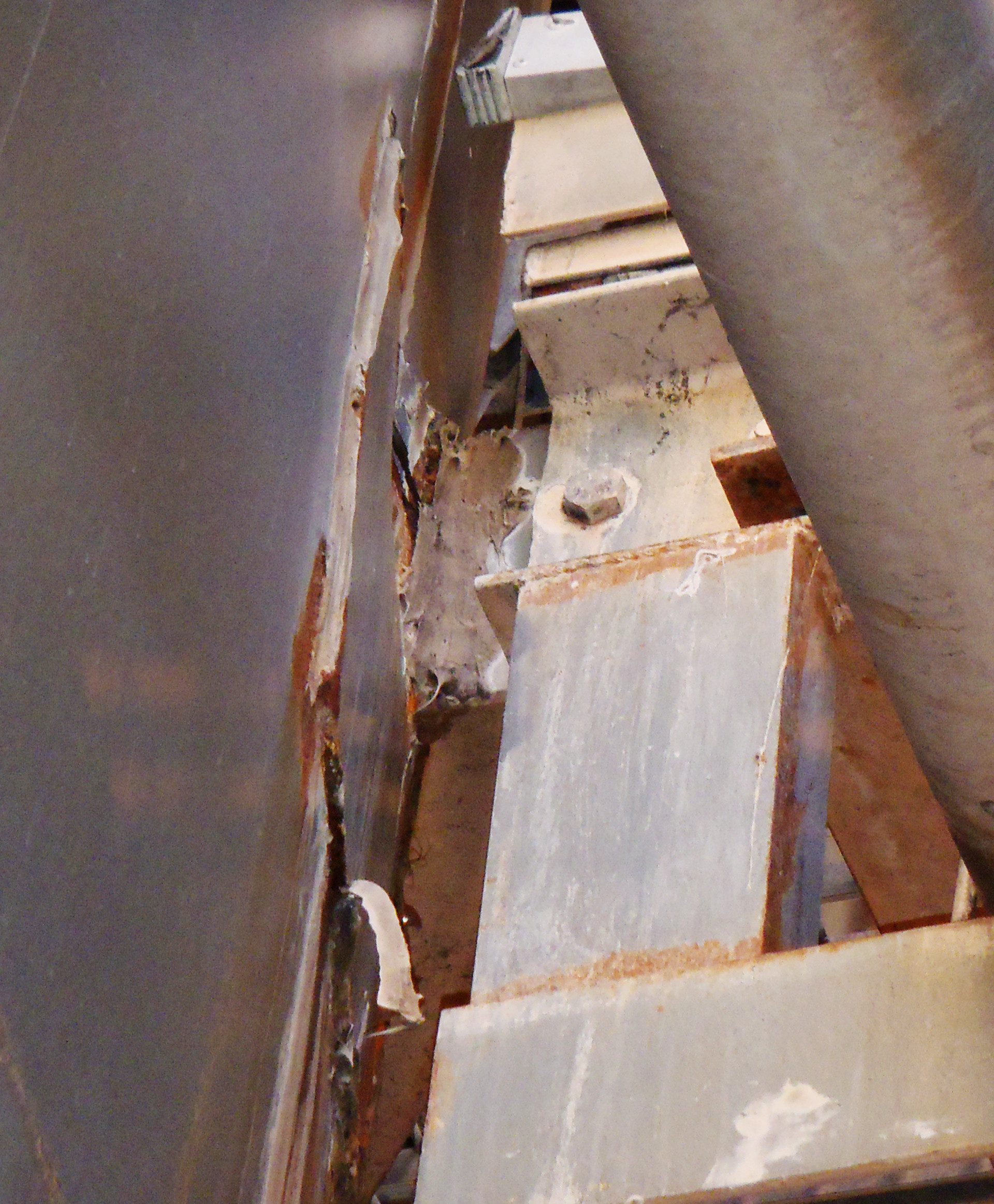 Rust and other damage examined by WMLs structural engineering consultants inside the tank.